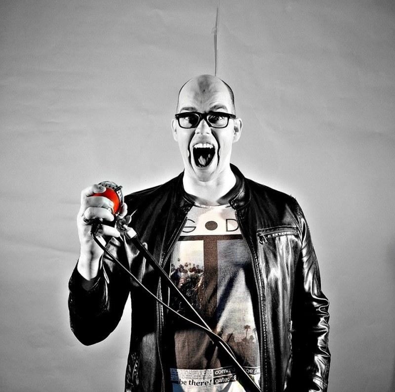 Roel Thomas zanger/gitarist/entertainer/DJ